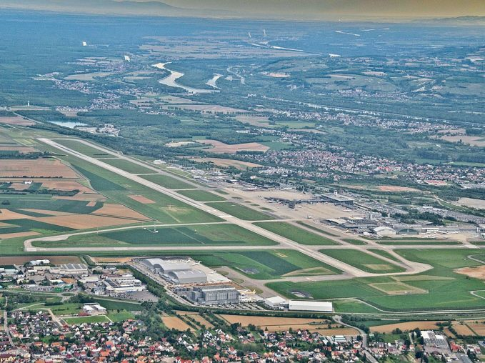 Euroairport from the air (photo : Aero Icarus, Wikipedia Commons)